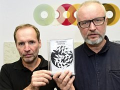 Zpěvák Jaromír Švejdík (vpravo) a kytarista Petr Kružík (vlevo) ze skupiny Priessnitz.
