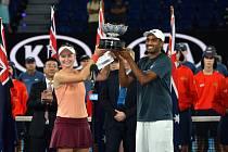 Barbora Krejčíková a Rajeev Ram, šampióni v mixu na Australian Open