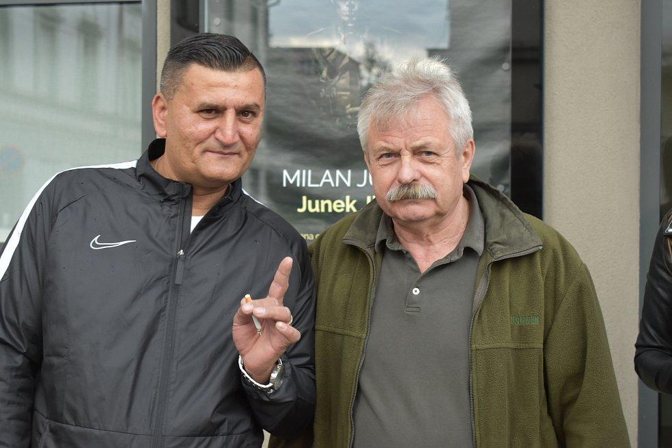 """Vychovatel František Hedvábný (vpravo) byl """"andělem"""" Milana Junka"""