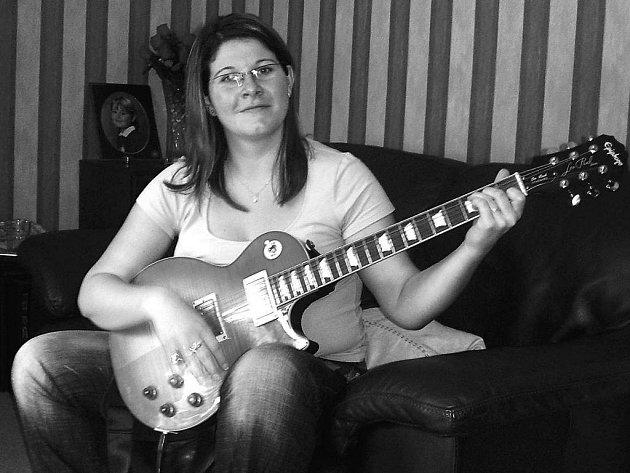 Barbora žije s rock´n rollovým hudebníkem. V současné době začíná hrát na kytaru, i když ji nikdy předtím nedržela v ruce.
