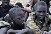 Ozbrojená skupina v Jižním Súdánu unesla 89 chlapců.  Panují obavy, že ozbrojenci je budou chtít využít jako dětské vojáky.