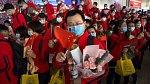 Zdravotníci, kteří pomáhali zvládnout epidemii koronaviru ve městě Wu-chan, se chystají na cestu domů