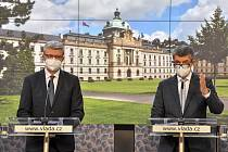 Premiér Andrej Babiš (vpravo) a místopředseda vlády, ministr průmyslu a obchodu a ministr dopravy Karel Havlíček