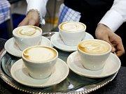 Cappuccino připravené studentem pražského gymnázia Tomášem Frýdou během soutěže 5. mistrovství baristů ČR