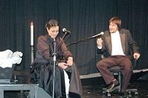 Moderátor a vzácný host. Inscenaci Dávno, dávno již tomu pojali tvůrci jako rozhovor Boženy Němcové s moderátorem.