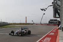 Lewis Hamilton ovládl Velkou cenu USA.