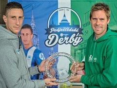 Jiří Fleišman z Liberce (vlevo) a Tomáš Hübschman z Jablonce s novou trofejí pro vítěze podještědského derby.