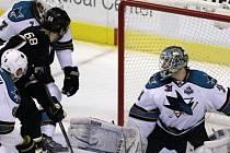 Jágr střílí gól do sítě San Jose Sharks