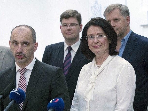 Kandidátkou na předsedkyni vlády za ODS je šéfka Poslanecké sněmovny Miroslava Němcová (vpravo). Její nominaci oznámil 19. června v Praze na tiskové konferenci po jednání grémia strany úřadující předseda ODS Martin Kuba (vlevo).