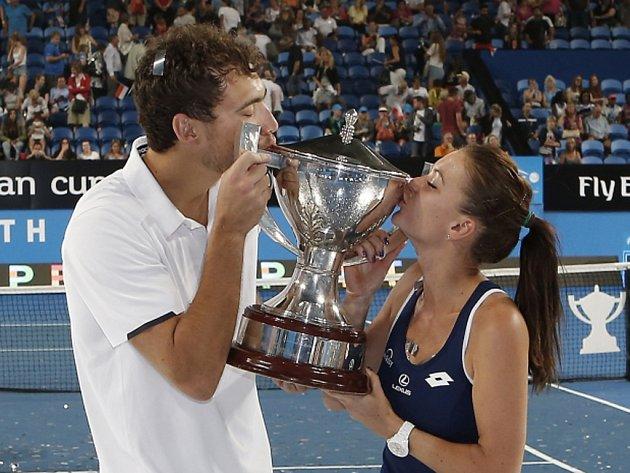 Polští tenisté Agnieszka Radwaňská a Jerzy Janowicz se zařadili mezi vítěze Hopman Cupu.
