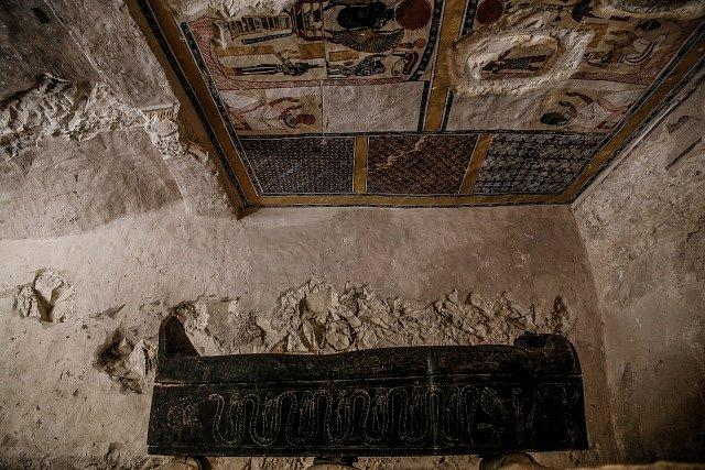 Objevená hrobka dozorce mumifikační svatyně.
