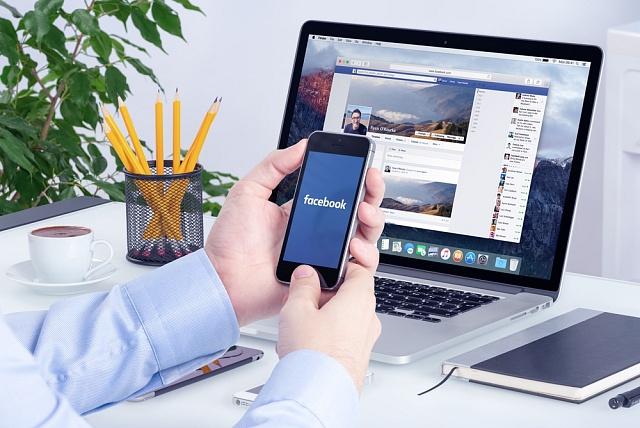 Facebook a mobilní aplikace vládnou podnikání, ilustrační foto