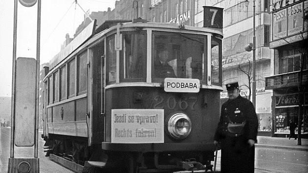 17. března 1939 začal platit výnos o jízdě vpravo.