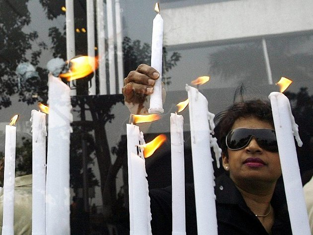 Indie si připomíná první výročí teroristických útoků na hotely a další místa v Bombaji, které stály životy 173 lidí