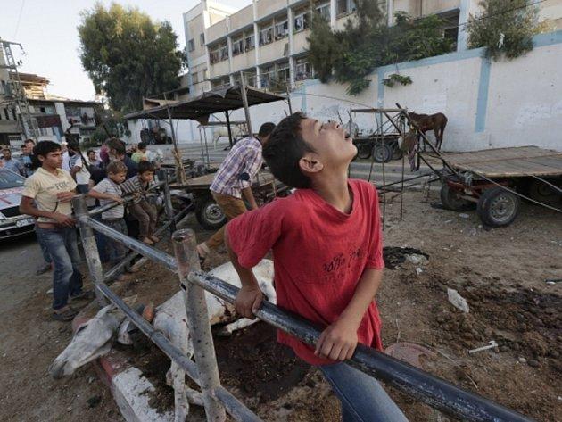 Izraelské útoky usmrtily v Pásmu Gazy v noci na dnešek nejméně 43 Palestinců.