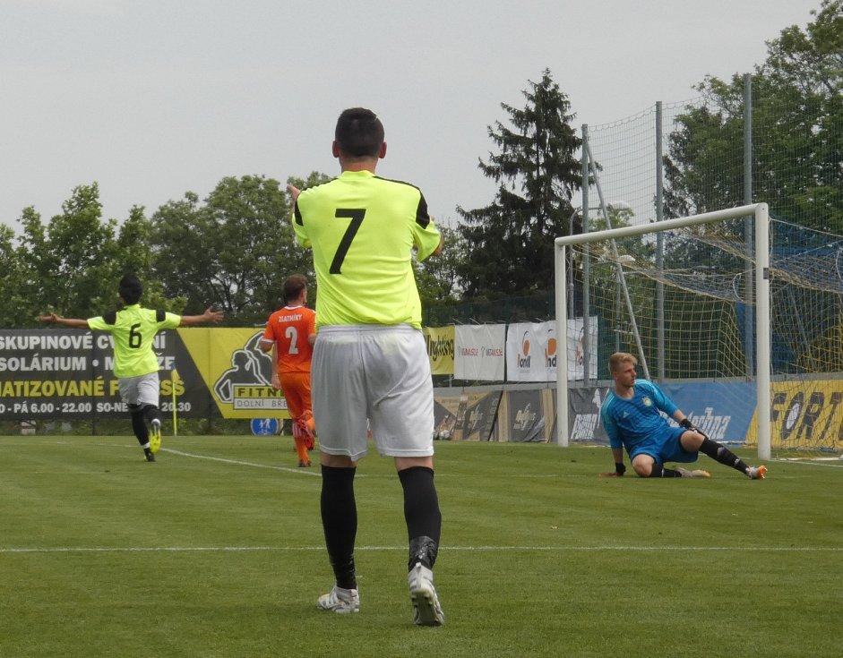 Můj fotbal živě:  Dolní Břežany  -  Zlatníky. Další trefa domácího celku.