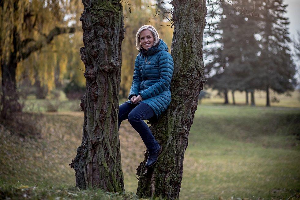 Alena Zárybnická při fotografování pro Deník v Praze