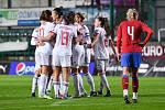České fotbalistky (v červených dresech) prohrály se Španělskem 1:5