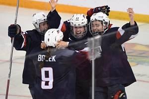Zlatá radost. Hokejistky USA jsou znovu na trůnu