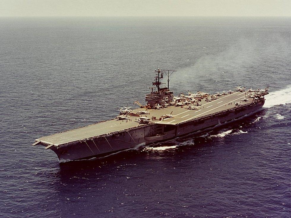 Letadlová loď amerického námořnictva USS Forrestal