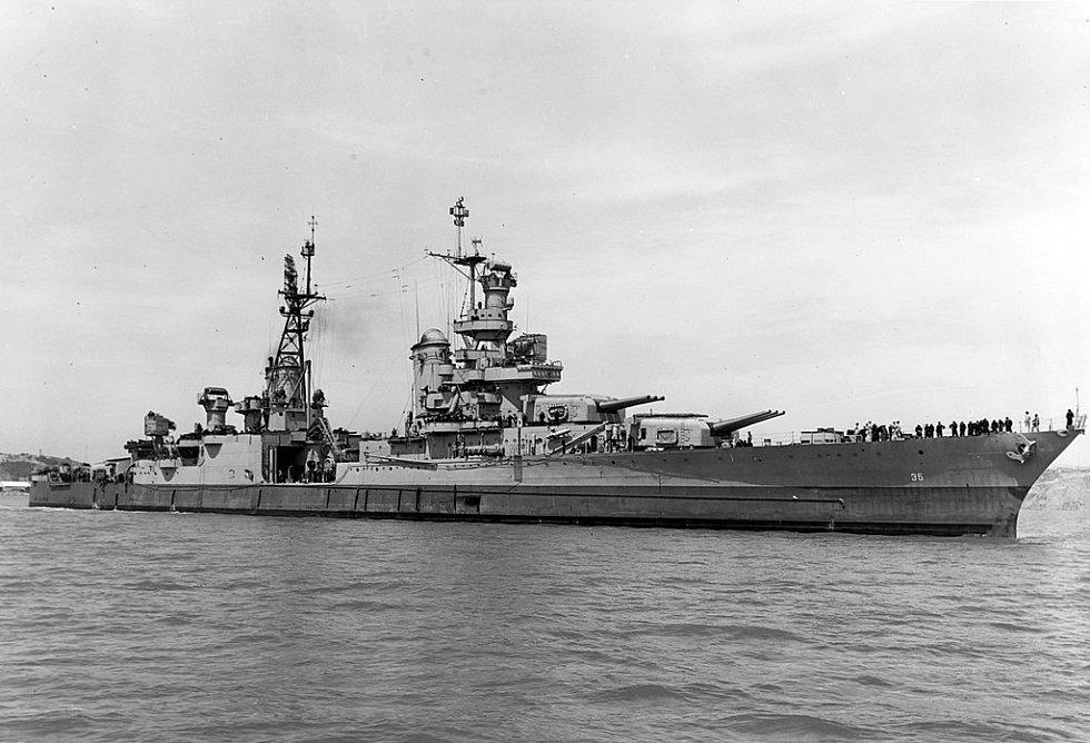 Křižník Indianapolis na ostrově Mare 10. července 1945