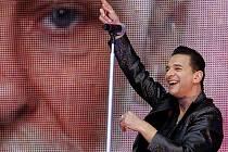 Zpěvák britské skupiny Depeche Mode Dave Gahan 25. června na koncertě v pražském Edenu.