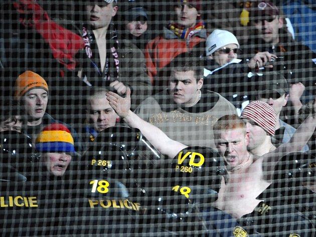 Fotbalové kluby by měly dostat nástroj k boji s výtržníky na stadionech.