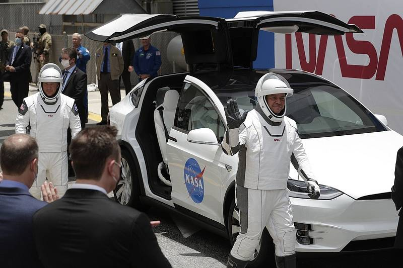 Příprava na start kosmické lodi Dragon Crew