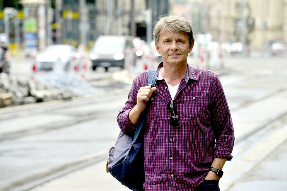 Jan Šťastný si zahrál si vmnoha televizních filmech a seriálech, vsoučasnosti ho můžete vidět na televizi Prima (Slunečná), kde také provází pořadem Prima Mazlíček.
