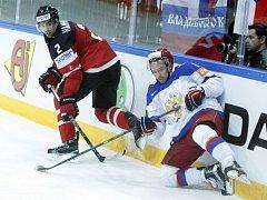 Hokejisté Kanady (v červeném) proti Rusku.
