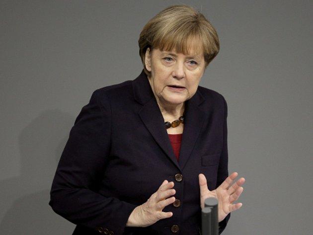 Sankce, které Evropská unie uvalila na Rusko, nebude možné zrušit, dokud Moskva nezačne respektovat územní svrchovanost Ukrajiny. Ve Spolkovém sněmu to dnes řekla německá kancléřka Angela Merkelová.