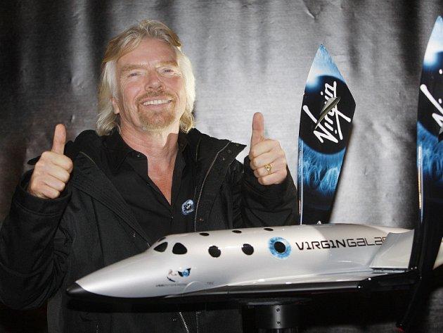 Richard Branson představil kosmickou loď SpaceShipTwo.