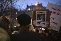 Demonstrace odpůrců filmového režiséra Romana Polanského během udílení cen César v Paříži 28. února 2020
