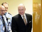 Atentátník Breivik před soudem