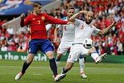 Další hráč anglické Chelsea, Álvaro Morata, Španělsko reprezentovat nebude. Na snímku s Tomášem Sivokem a Romanem Hubníkem.
