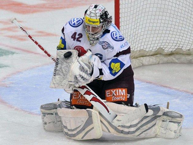 Brankář Sparty Tomáš Pöpperle.