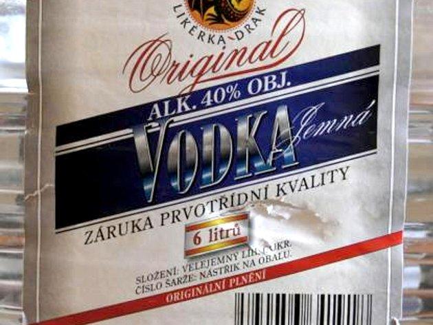 Jedná se o šestilitrové plastové barely, na etiketě je uvedeno Originál vodka – jemná.