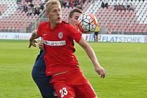 Michal Škoda z Brna (vlevo) proti Slovácku.