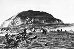 Příslušníci americké námořní pěchoty na plážích Iwodžimy