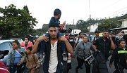 Druhá karavana migrantů z Hondurasu dorazila do Guatemaly