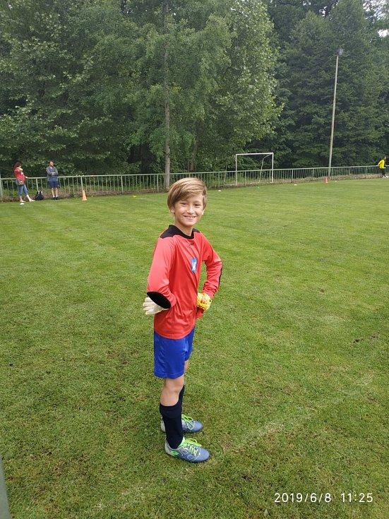 Fotbalovou kariéru našeho rodu zachraňuje syn David, který kryje záda svým spoluhráčům v neveklovské mladší přípravce.