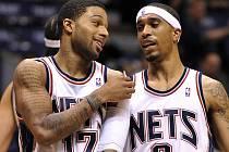 V řadách Nets konečně zavládla spokojenost. Premiérovou výhru si užili i Chris Douglas-Roberts (vlevo) a Courtney Lee.