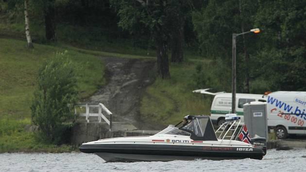 Na norském ostrově Utøya, kde terorista Anders Breivik před čtyřmi lety povraždil 69 lidí, se letos poprvé od masakru bude konat letní tábor sociálních demokratů, kteří byli cílem tehdejšího útoku.