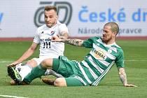 Semifinále fotbalového poháru MOL Cupu: FC Baník Ostrava - Bohemians Praha 1905, 24. dubna 2019 v Ostravě. Na snímku (zleva) Kuzmanovič Nemanja a Bartek David.