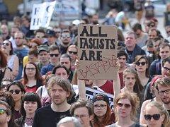 Na pražském náměstí Jiřího z Poděbrad se 8. května u příležitosti 71. výročí konce druhé světové války konala demonstrace proti fašismu.