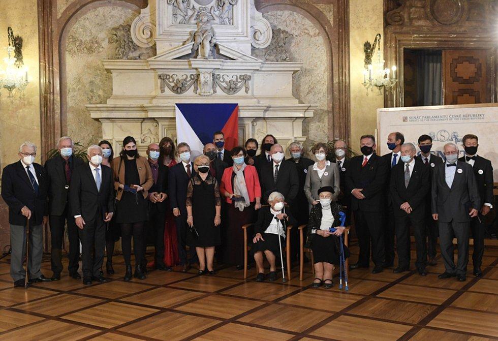 Předseda Senátu Miloš Vystrčil předal 25. září 2020 v Praze při příležitosti Dne české státnosti stříbrné pamětní medaile osobnostem českého veřejného života.