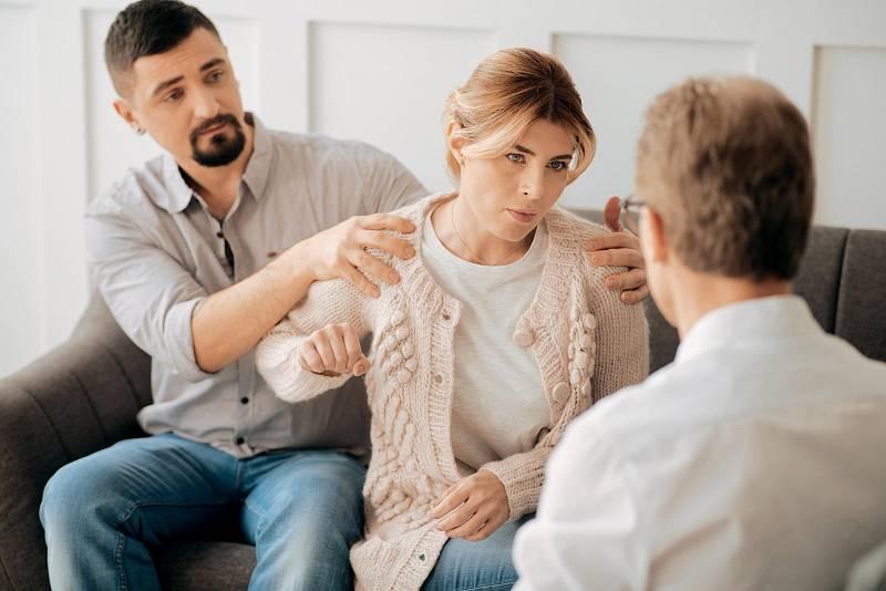 Pokud odcházíte z domácnosti s nezletilými dětmi, je nutné informovat o situaci příslušný orgán sociálně právní ochrany dětí.