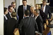 Jednání sněmovny. Všichni šéfové poslaneckých klubů.