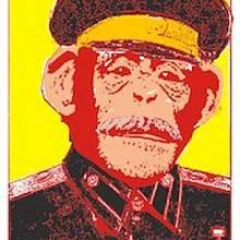 Karikatura J.V. Stalina, který dal souhlas k experimentu zkřížit člověka se šimpanzem