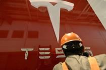 merická automobilka Tesla Motors, která se věnuje elektromobilům, začne nabízet bateriové systémy pro domácnosti a firmy.